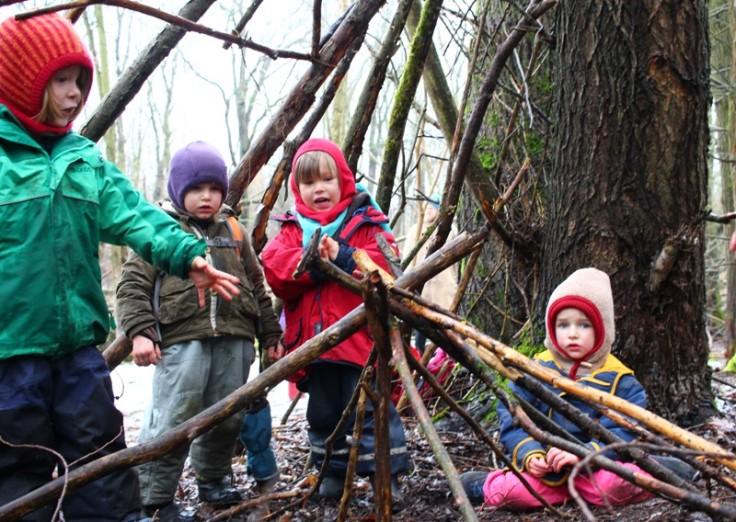 Kinder im Wald 3