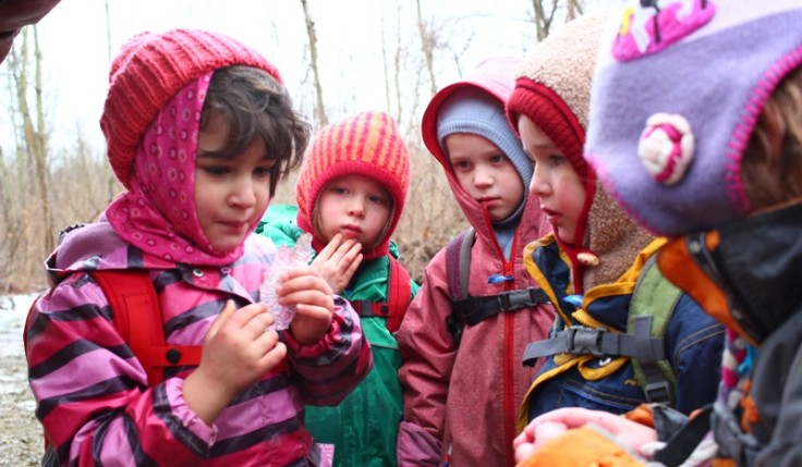 Kinder im Wald 4