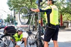 Fahrradregistrierung, kostenloses Angebot, die Radfahrer auch nach erwischter Rotfahrt gerne annehmen.