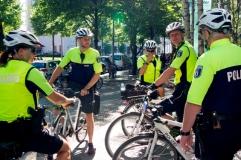 Verschiedene Fahrradstreifen treffen sich und erzählen was passiert ist