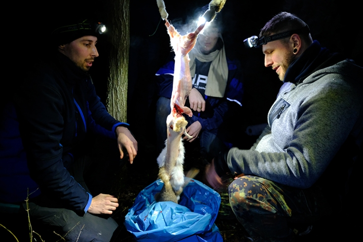 Feuermachen, Essen zubereiten, Hase ausnehmen Reportage Survival Karl Grünberg.jpg