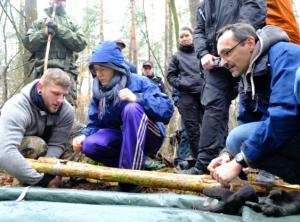 Verletzte bergen und transportieren Reportage Survival Training Karl Grünberg